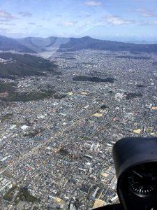 京都市街、左側山裾が金閣寺、遠方が比叡山方向