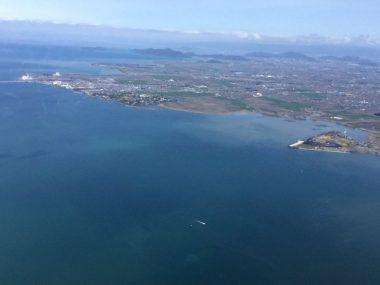 琵琶湖上空から安土桃山城跡方向へ