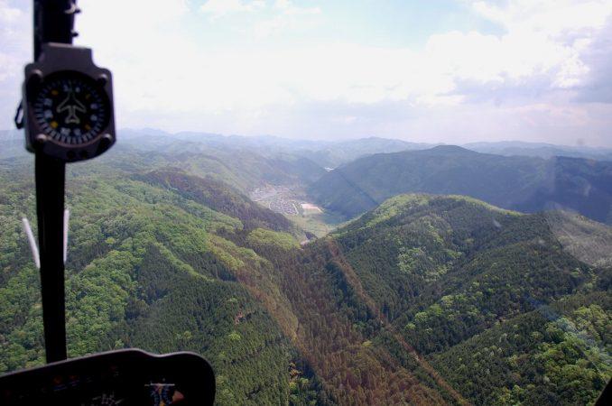 谷底部分の会場にこれから着陸