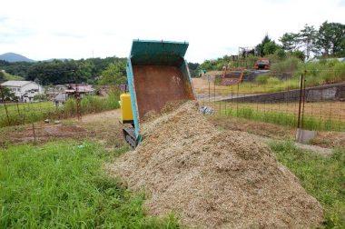 畑のすみに山積みしておきます