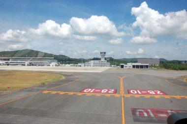 管制塔正面の駐機スポットNo1に着陸