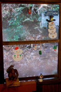 囲炉裏部屋の窓辺