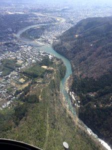 桂川が流れている保津峡では川下りが見えた