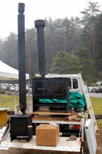安芸高田市から手作りの薪ストーブ屋さんも