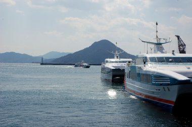 【みなとマルシェ】は本当に港で開催 似島が見えています