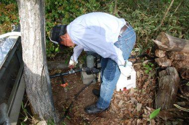 水中ポンプは井戸の中へ山の上にはユニットだけを置く