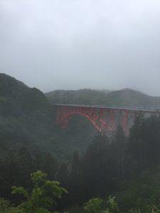 広島 島根県境近くに在る【おろちループ橋】では霧雨