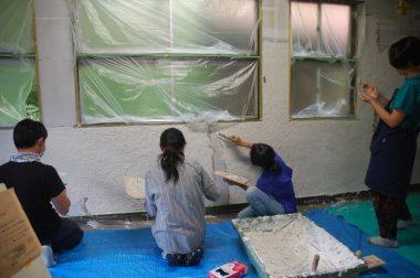 漆喰を塗る人の個性が出て色々な模様となる