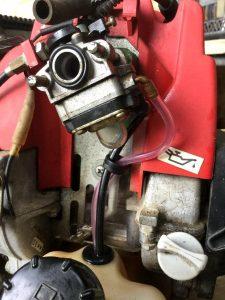交換した燃料パイプやポンププライマー
