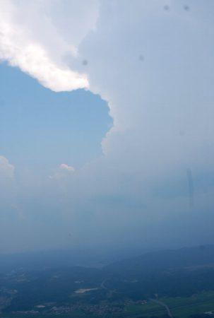 再び中国山地を超えて庄原場外離着陸場(実家)へ 積雲の近くを飛んだら激しい雨だった