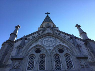 雰囲気のある街中の教会