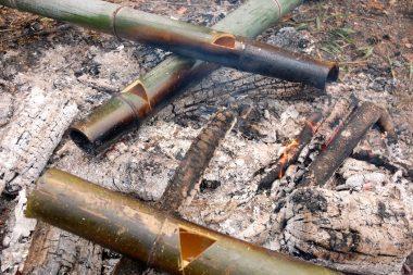 竹にお酒を入れて温める 忘れて沸騰している時も!