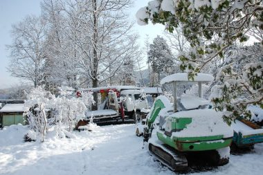 雪でお休みの作業機械