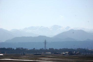 アルプスの白馬岳方向?