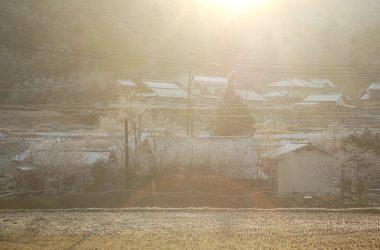 家から見えるアゴウ谷に朝日が