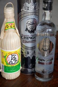 北と南の酒 与那国島の《どなん》60度とモンゴルの酒39度