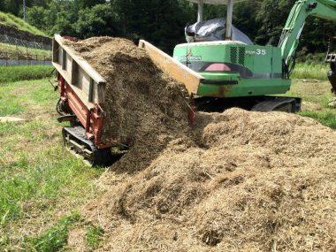 集めて発酵させて堆肥にする