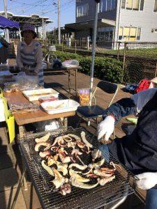 地元の漁協の方は弁当や焼イカ焼きアナゴを