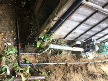水道工事をやり易くするためにポンプ出口と配管回路毎にストップバルブを取付