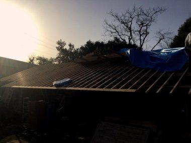 夕方陽が落ちる頃には垂木も止めた