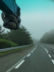 朝6時に家を出発 中国道標高600m付近は霧だった