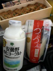 ハモの寿司が美味そうなので夕食に、500mlのヨーグルトそして栄養補給に良い甘酒