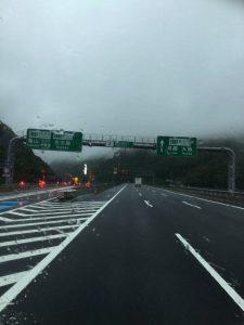 トンネルを抜けたら大渋滞の新名神高速道路