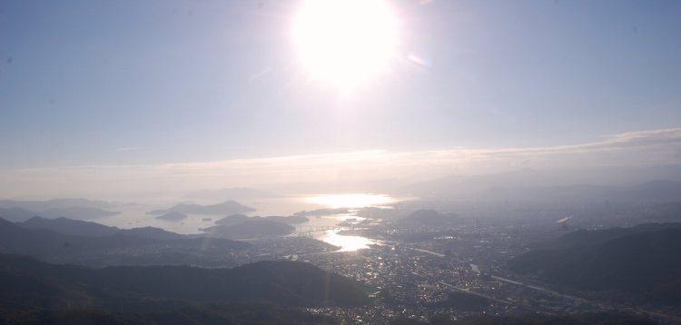間もなく広島湾に夕日が沈む