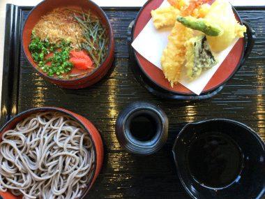蕎麦4段と天ぷらにしたら多かった
