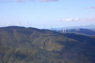 帰りの中国山地には止まっている風力発電の風車